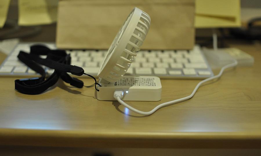 無印良品USB充電式ハンディファンMJ-HF1の特徴LED点灯