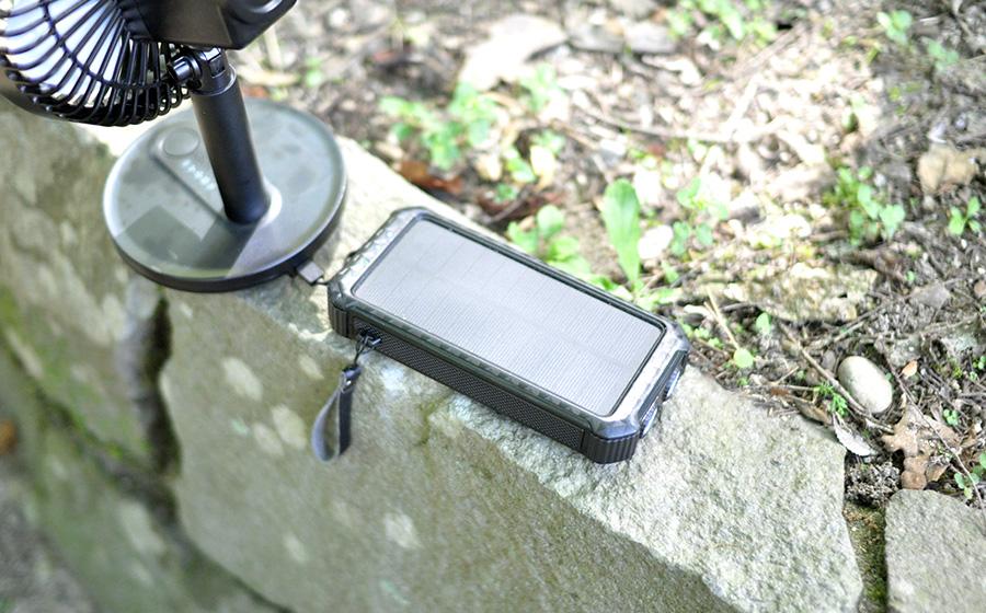 【レビュー】DeliTooソーラーモバイルバッテリー30000mAhがキャンプで大活躍!口コミと感想