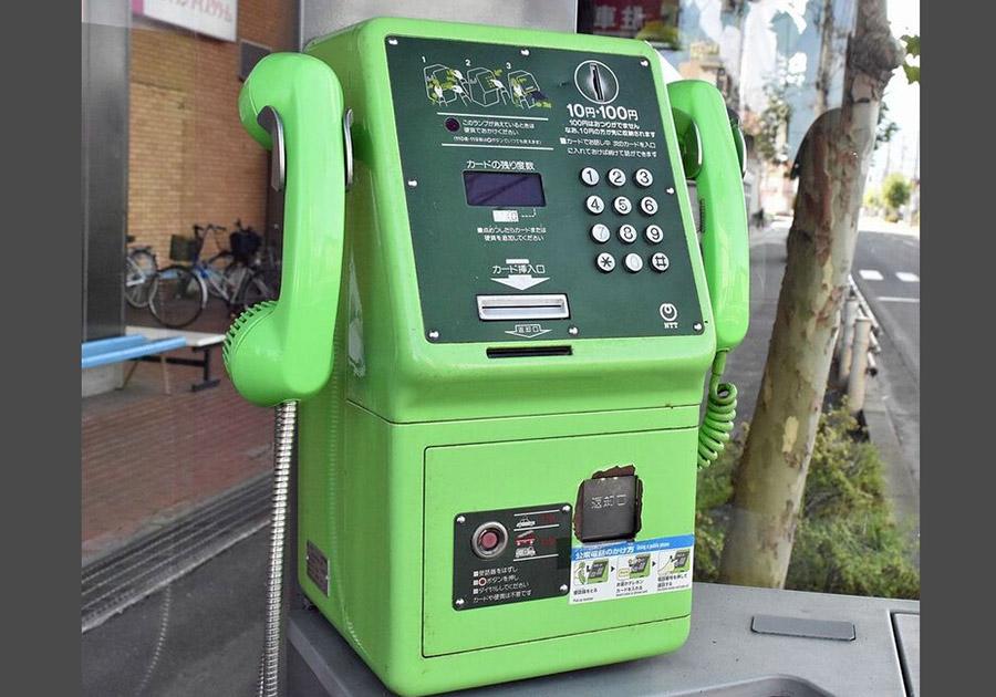 受話器が2つある公衆電話の正体と所在地
