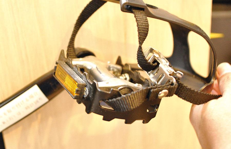 ハイガースピンバイクデメリット-ペダルがトゲトゲ